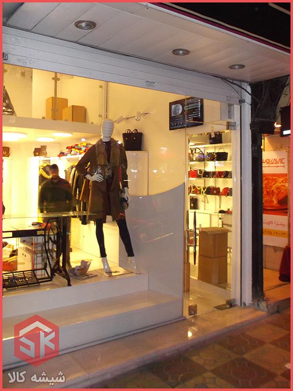 شیشه مغازه با درب لولایی